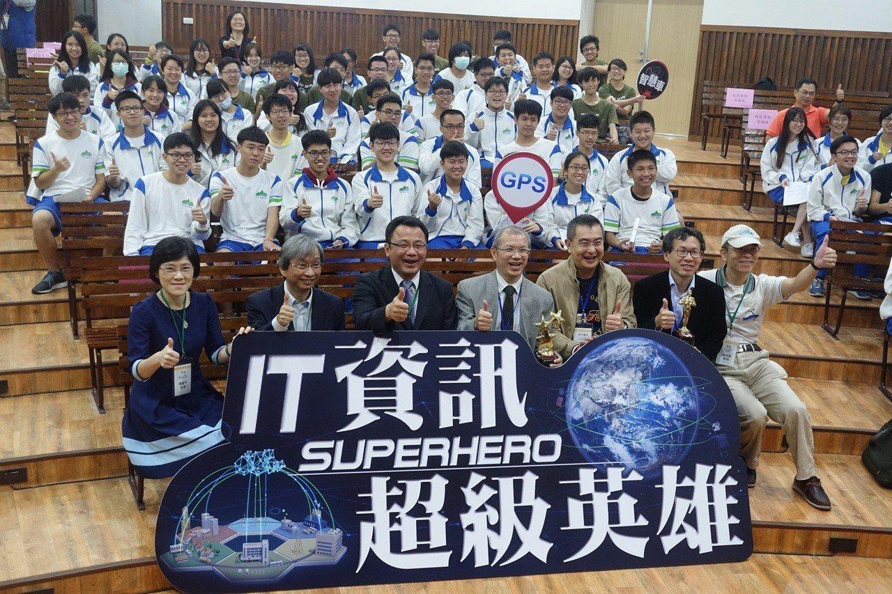 科普影片《資訊超級英雄IT Superhero》,在中山大學附中舉行試片會。記者...
