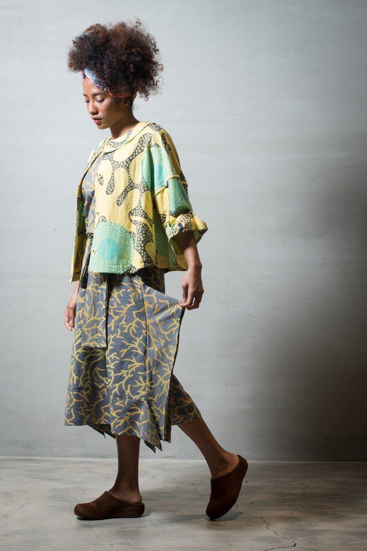 日光緹花壓釦外套32,800元、樹影緹花無袖洋裝39,800元。圖/HaaT提供