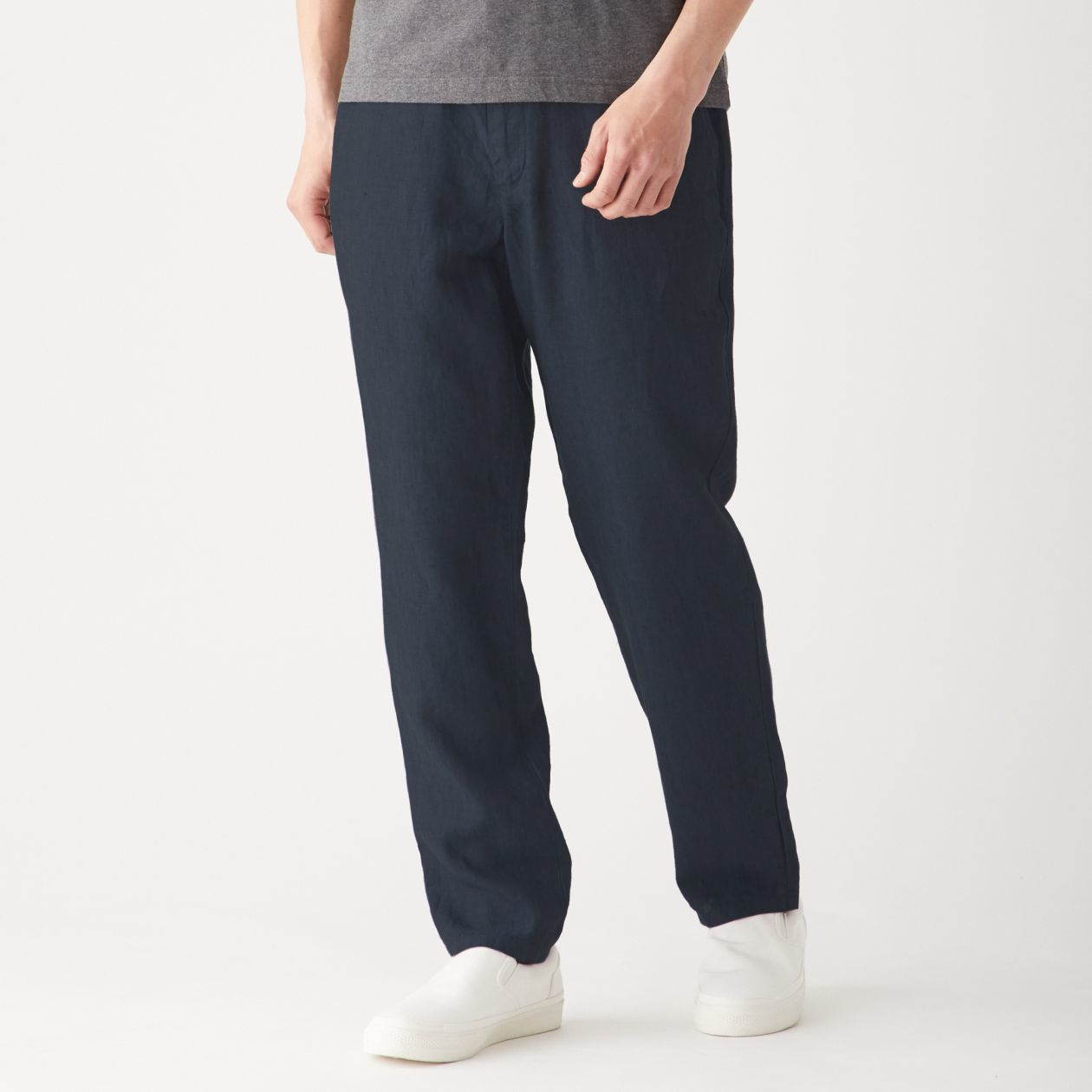 MUJI無印良品男法國亞麻長褲,從原價1,590元調降為1,390元。圖/無印良...