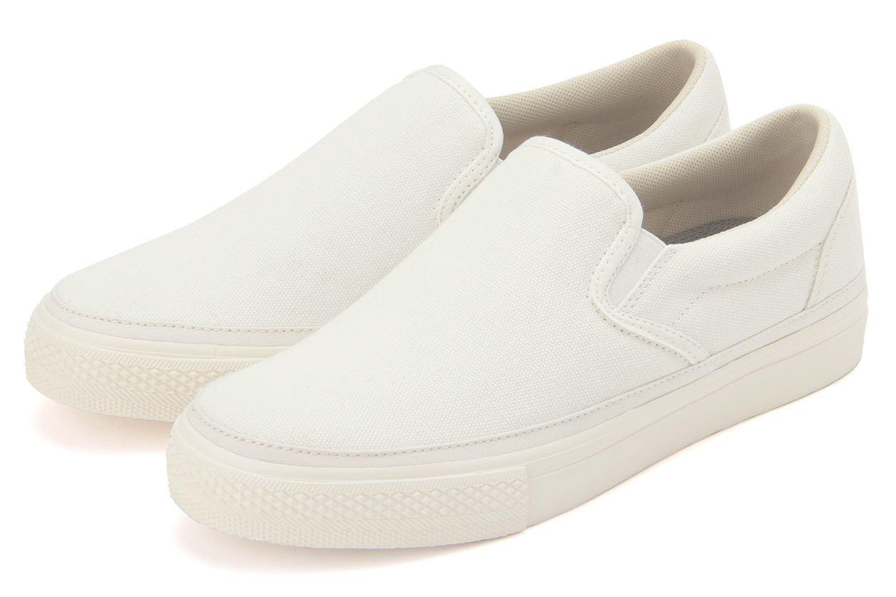 MUJI無印良品撥水加工有機棉舒適基本便鞋,從原價990元調降為890元。圖/無...
