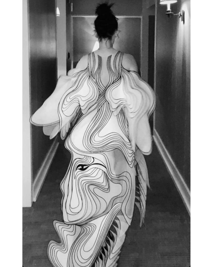 伊娃葛林身穿Iris van Herpen春夏高級訂製服出席《小飛象》在LA舉行...