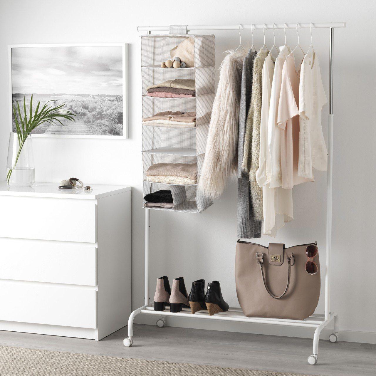IKEA STUK系列有分隔收納盒、7格掛袋與各種不同尺寸的附拉鍊收納盒。圖/I...