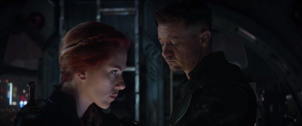 黑寡婦與鷹眼在「復仇者聯盟:終局之戰」的感情戲耐人尋味。圖/翻攝自YouTube