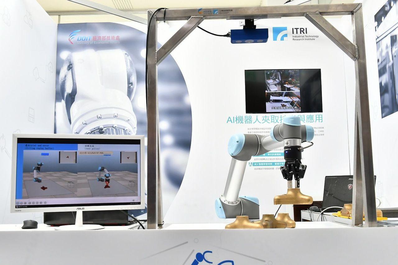 AI機器人夾取技術透過自主學習,可讓機器手臂在短短12小時學會夾取不同形狀與位置...