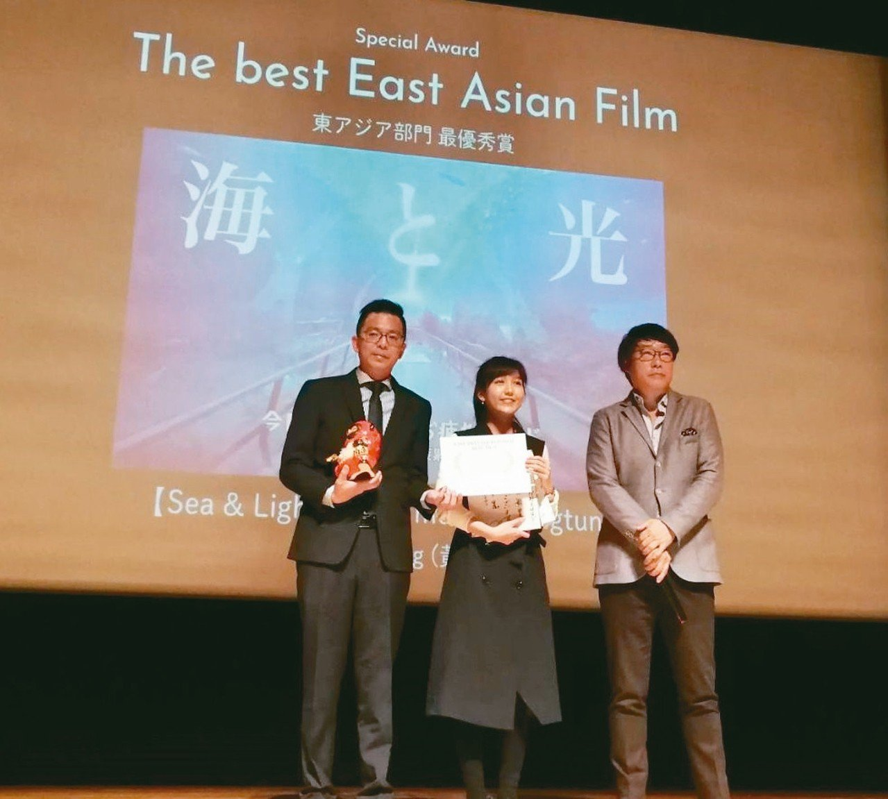 為台灣燈會及屏東觀光製作的「海與光(我們屏東見吧!)」音樂影片,昨天在日本勇奪第...