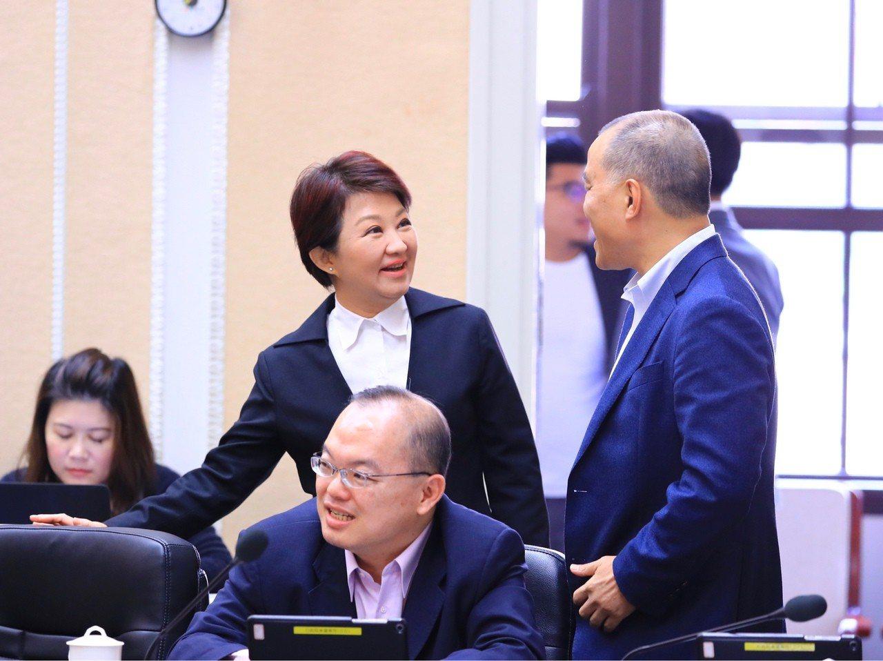台中市長盧秀燕昨出席行政院會,再次表達「拆除中火部分機組」的請求;她也透過臉書,...
