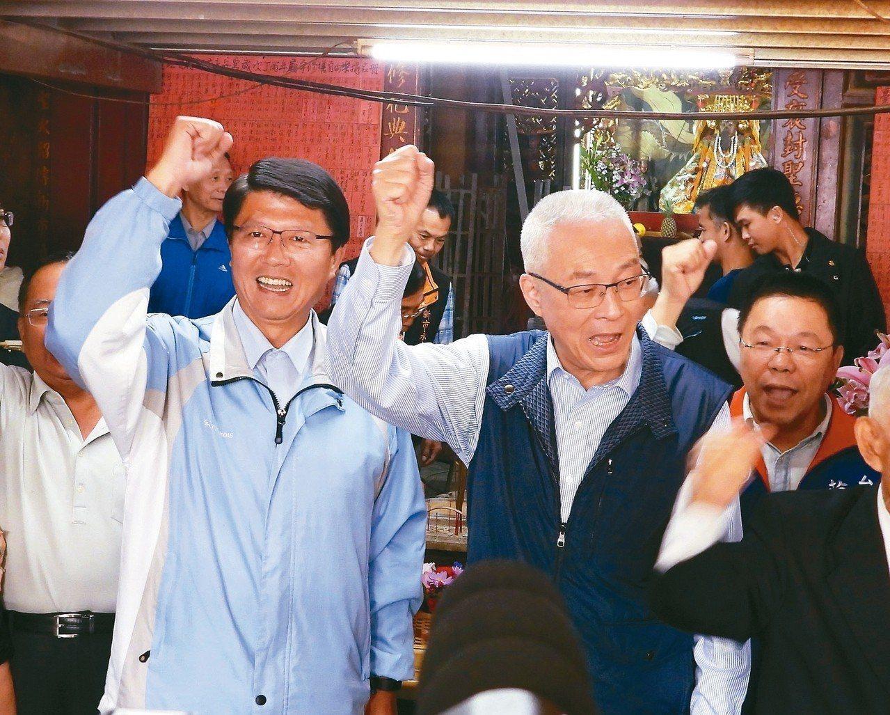 國民黨主席吳敦義(中)昨天首度指出,若韓國瑜能當選總統,原來對高雄市的承諾,會讓...