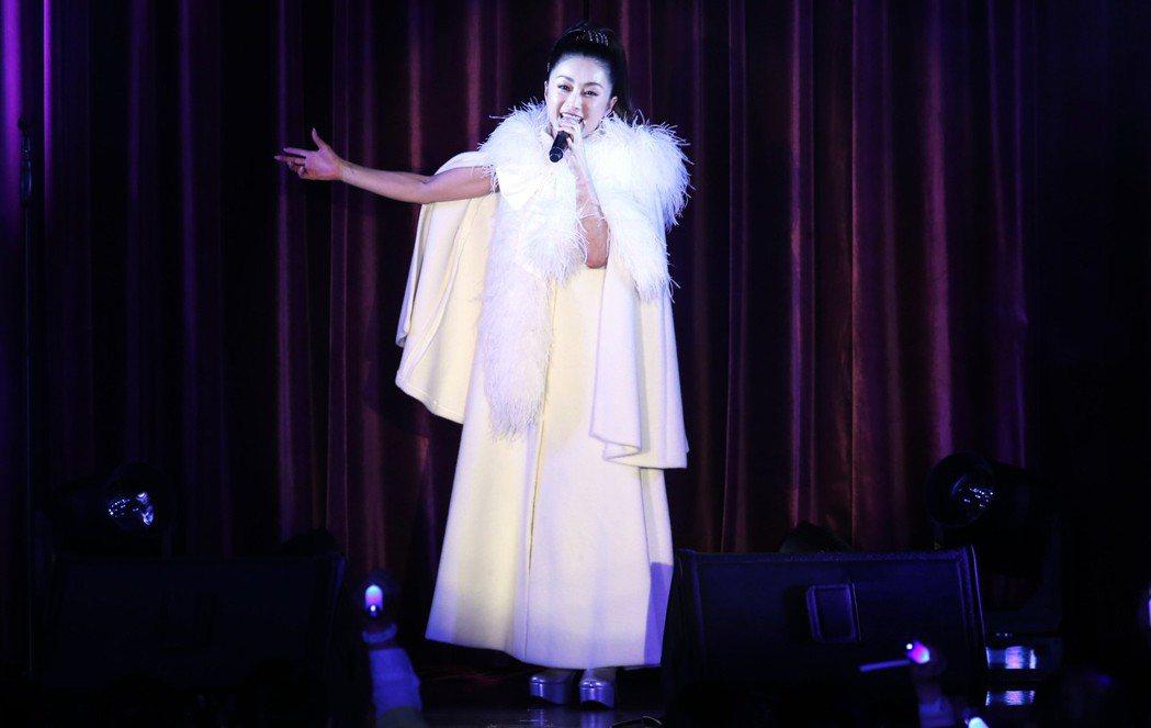 酒井法子今晚在台北福華飯店以精采個人舞台秀及多首經典曲目與台灣粉絲近距離接觸。記...