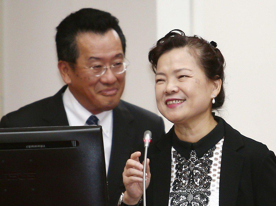 金管會主委顧立雄(左)與經濟部次王美花(右)。圖/聯合報系資料照片