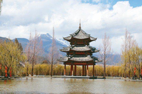麗江悅榕庄景致秀麗,並有玉龍雪山相伴,有點雲更壯觀。 圖/陳志光