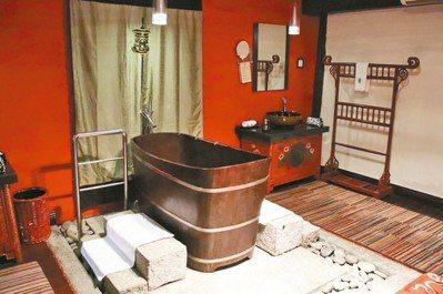 再怎麼如實呈現藏族風情,木頭浴缸仍少不了Banyan Tree的品味奢華。 圖/...