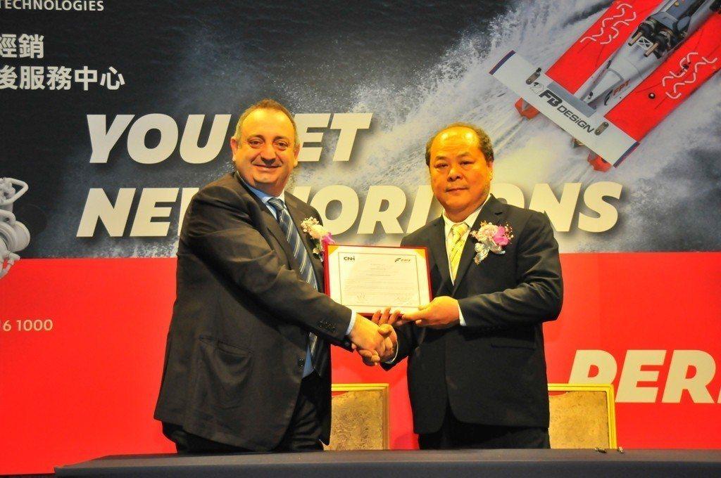 義大利FPT東南亞區總經理與豪馬電機董事長郭芳榮簽署總經銷合作協議。主辦單位/提...