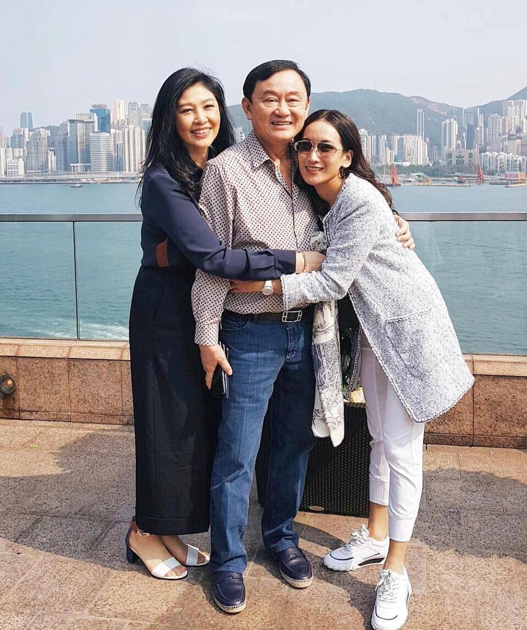 泰國前總理幼女下周在港成婚,塔信、盈拉先抵港打卡。 世界日報記者鍾祖豪/攝影