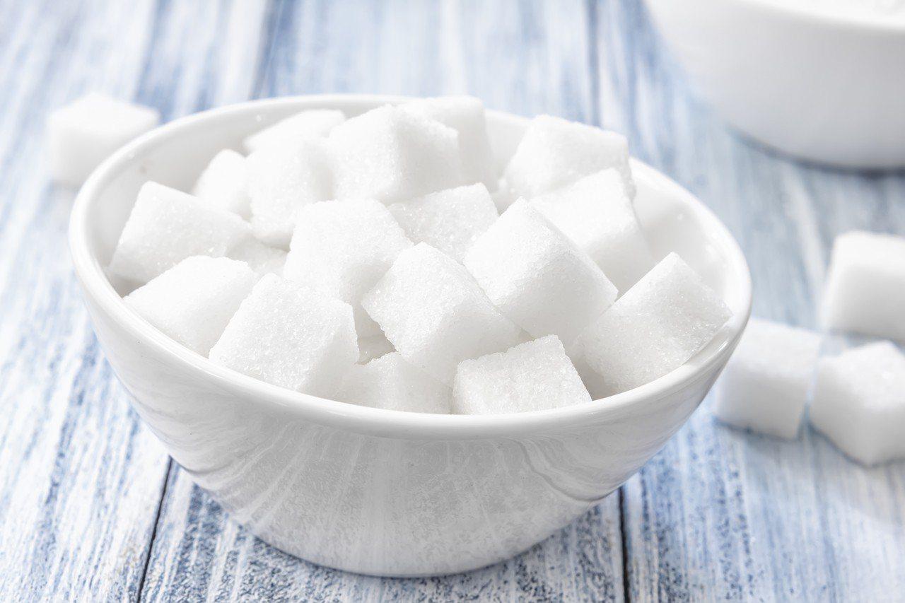 示意圖。一項調查指出,台灣男性比女性更愛喝含糖飲 ,約有1至2成男性每天喝2杯以...