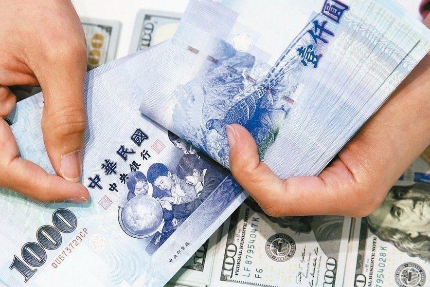 台北外匯市場新台幣兌美元今天收盤收30.888元,升1.3分,成交金額7.69億...