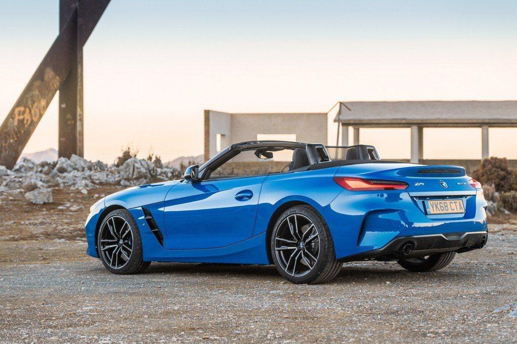 英規BMW Z4提供sDrive20i、sDrive30i與M40i三種動力車型...