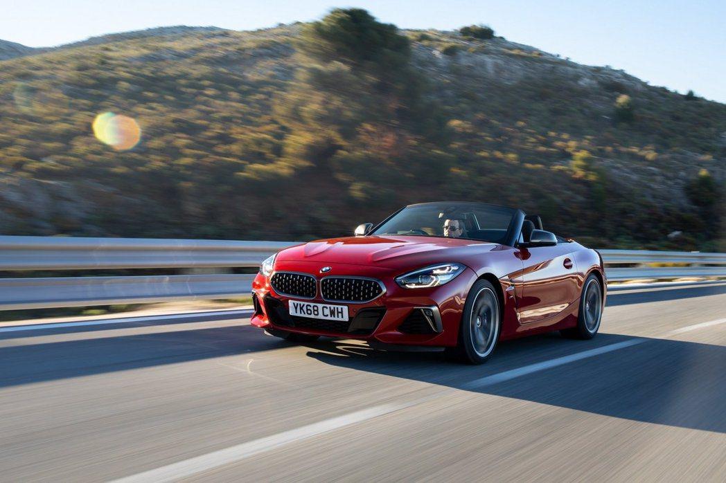擔綱BMW Z4性能代表的M40i車型,擁有340hp最大馬力的輸出,但因為歐洲...