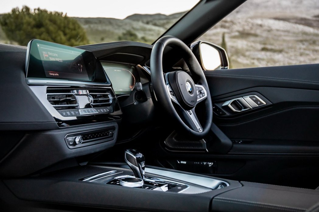 新世代BMW Z4 (G29)內裝呈現與上一世代完全不同的氣息。 摘自BMW UK