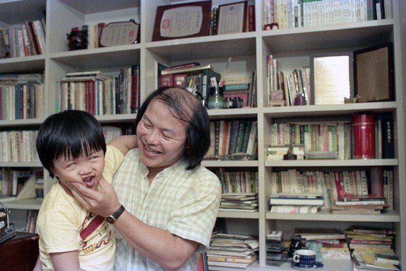 林清玄和其兒子,攝於1988年。 圖/聯合報系資料照