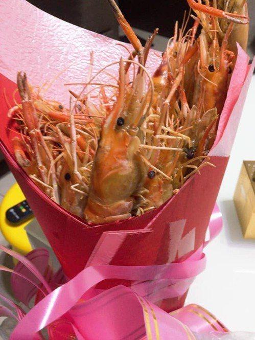 也有其他網友收過類似的蝦子花束。 圖片來源/●【爆廢公社公開版】●