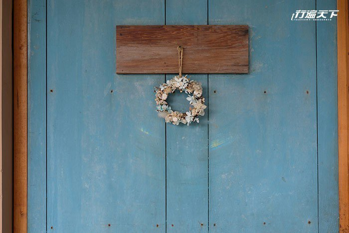 推開藍色木門一起品嚐人氣下午茶吧。