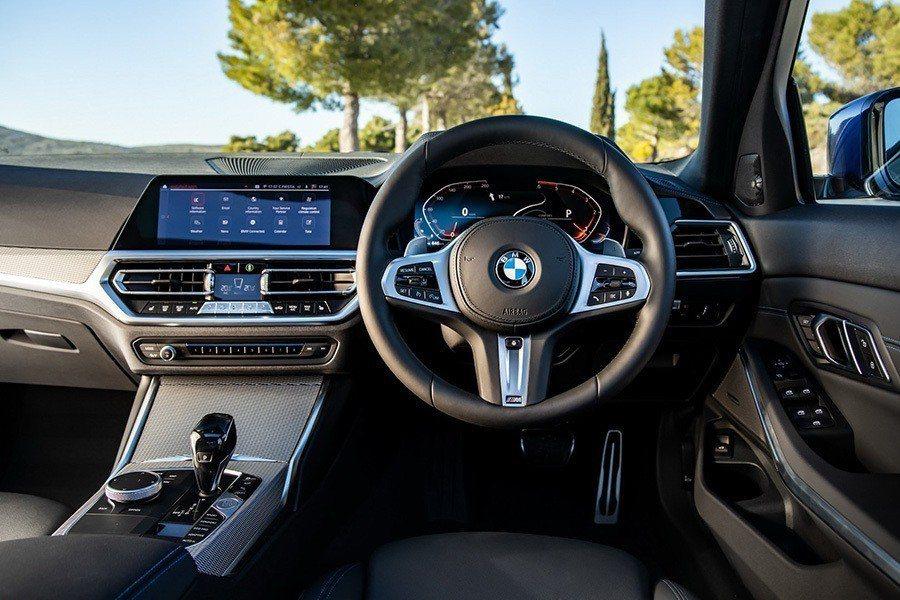 右駕的BMW G20 3-Series。 BMW提供