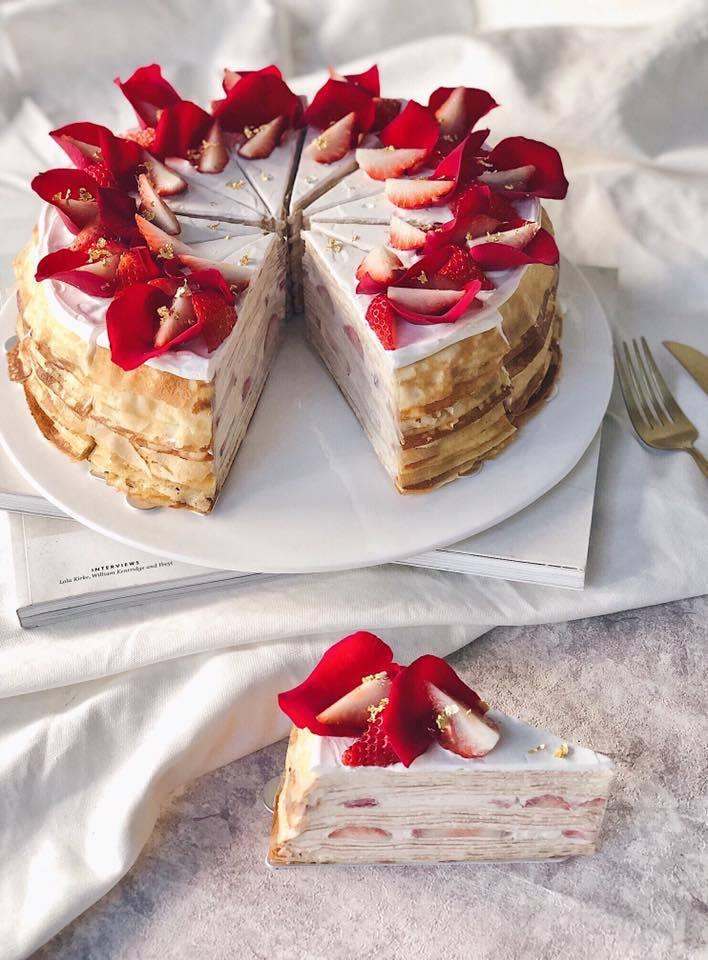 情人節限定「玫瑰草莓千層」。圖/摘自時飴 Approprié臉書