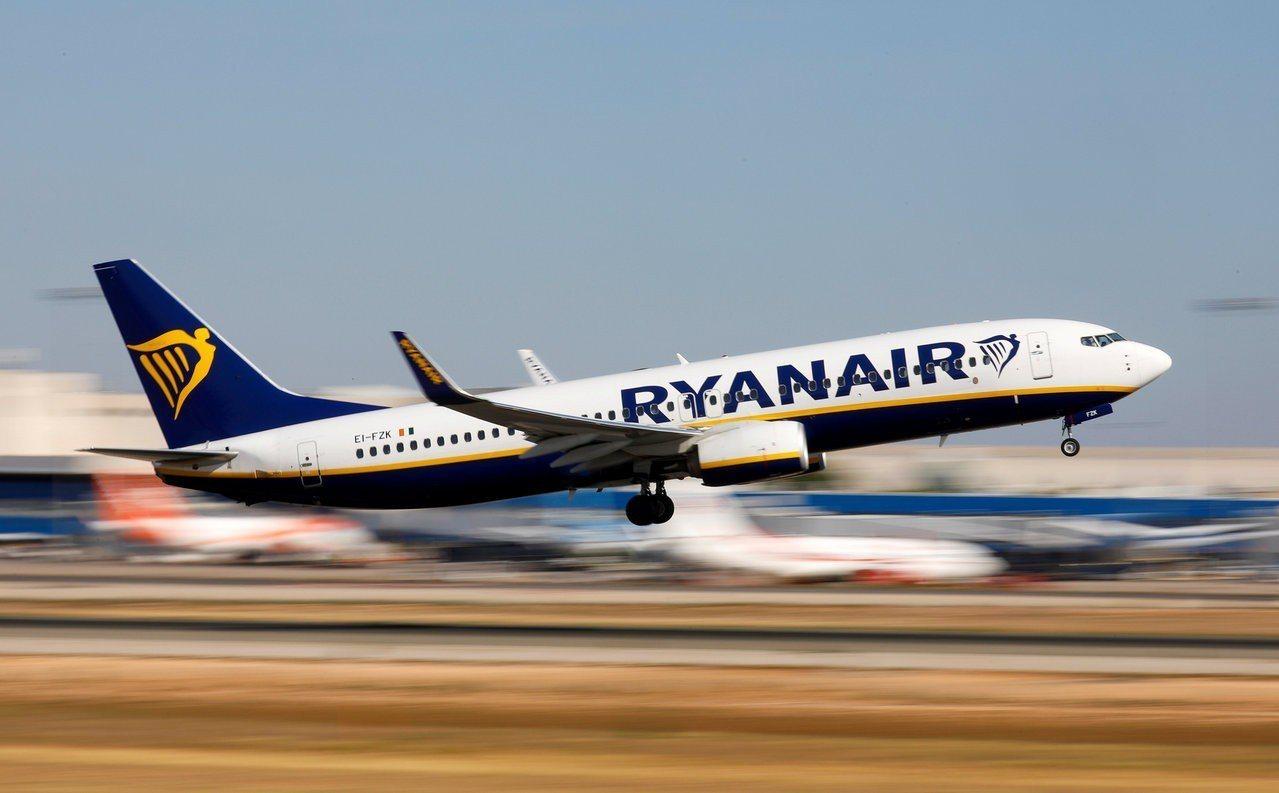 英國脫歐前景不明,預定脫歐日當天從英國飛往歐盟國家的機票售價大幅下跌。路透