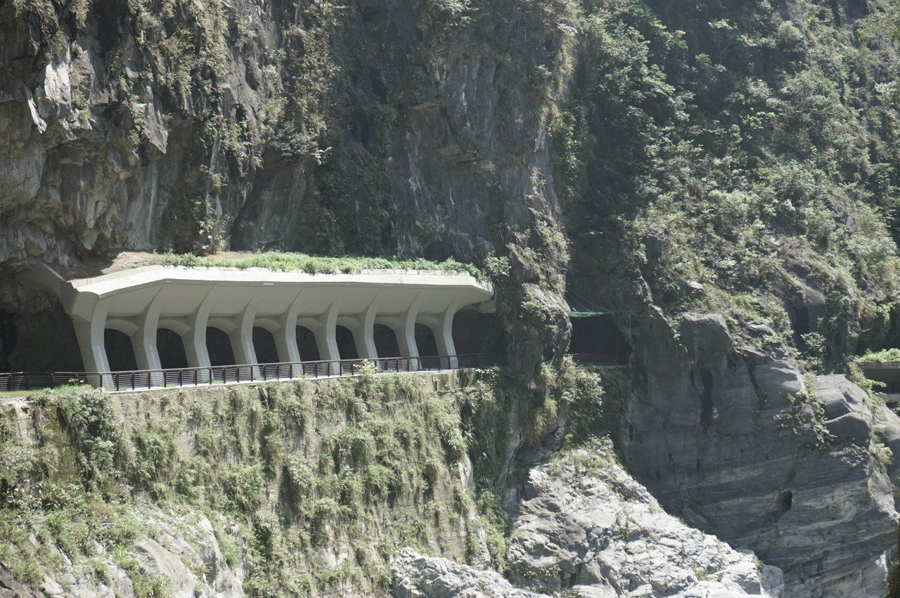 花蓮太魯閣九曲洞步道新設明隧道,提升賞景安全性。記者王燕華/攝影