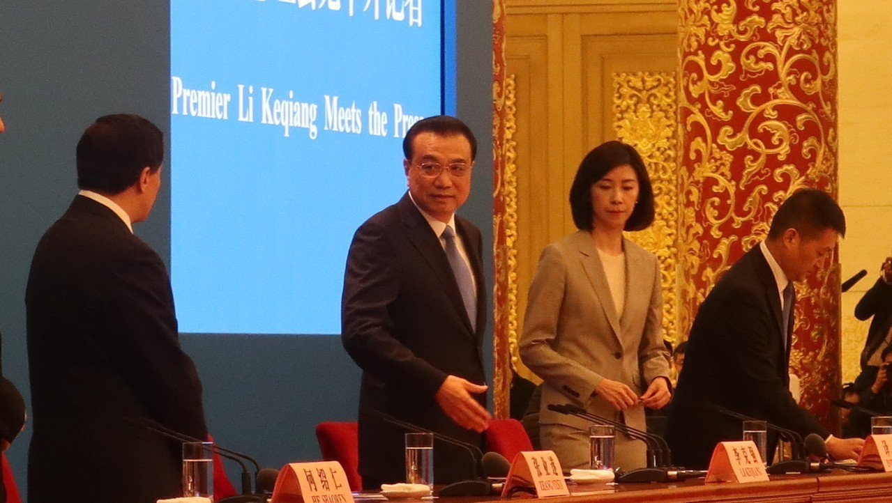 大陸國務院總理李克強表示,願意推出更多優惠政策,讓台灣民眾在大陸能享受同等待遇。...