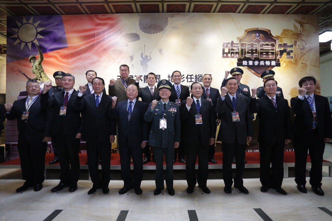 陸軍司令部今(15)日在國軍歷史文物館舉辦「臨陣當先、步兵特展」,開展儀式上午由...