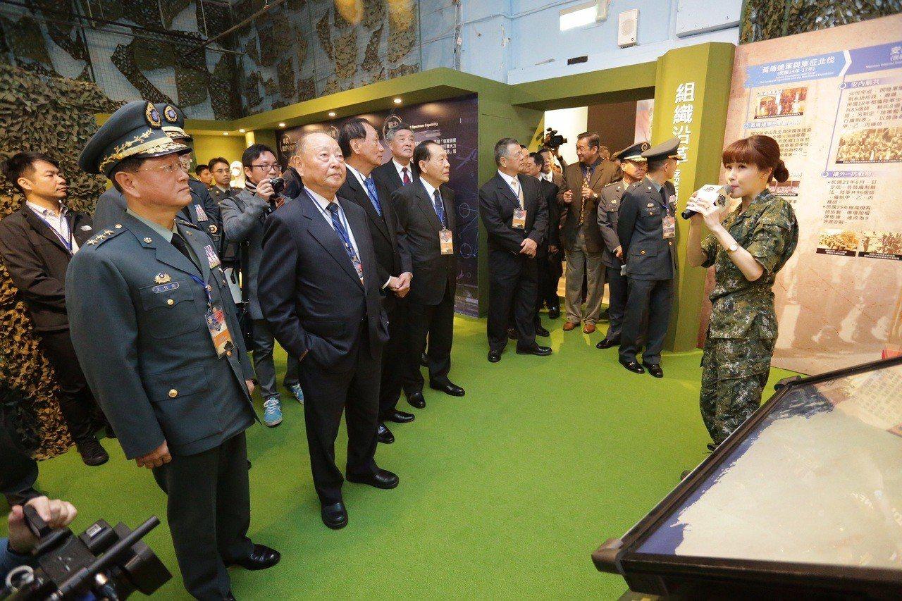 陸軍司令部今(15)日在國軍歷史文物館舉辦「臨陣當先、步兵特展」,開展儀式由陸軍...