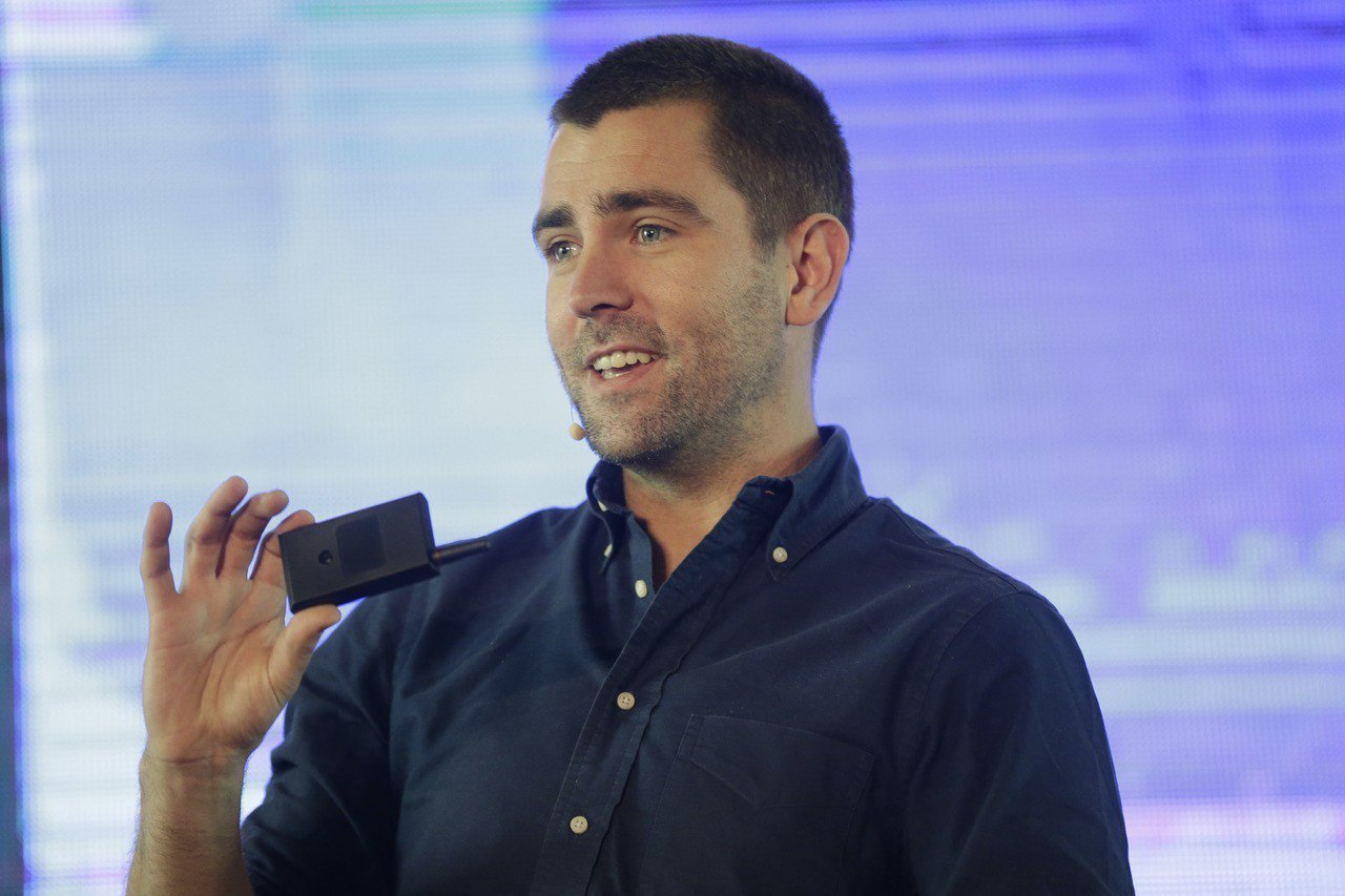 臉書產品長考克斯14日宣布辭職。 美聯社