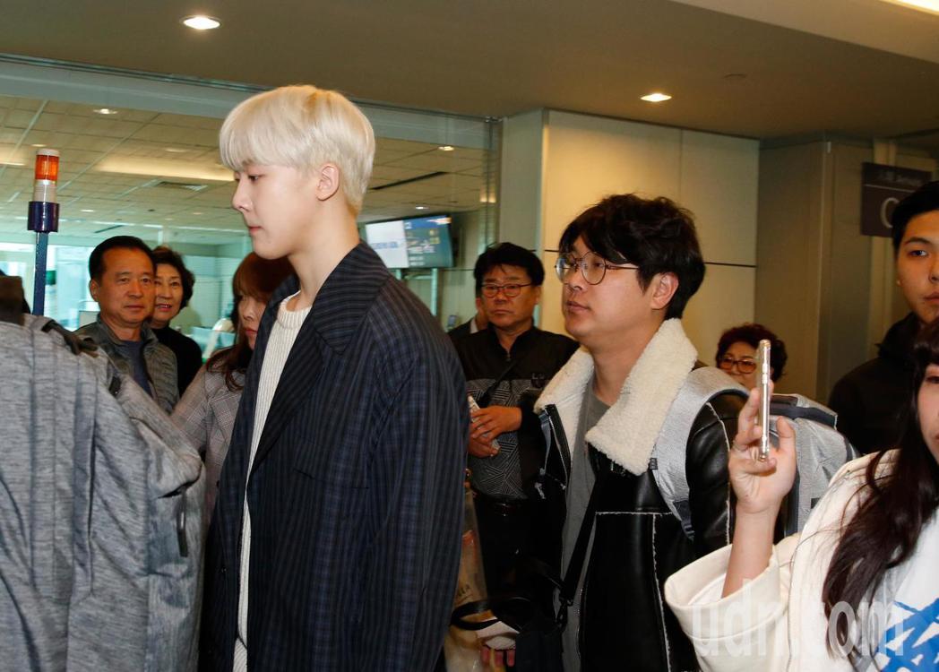 韓國男團「ASTRO」中午抵台。記者鄭超文/攝影