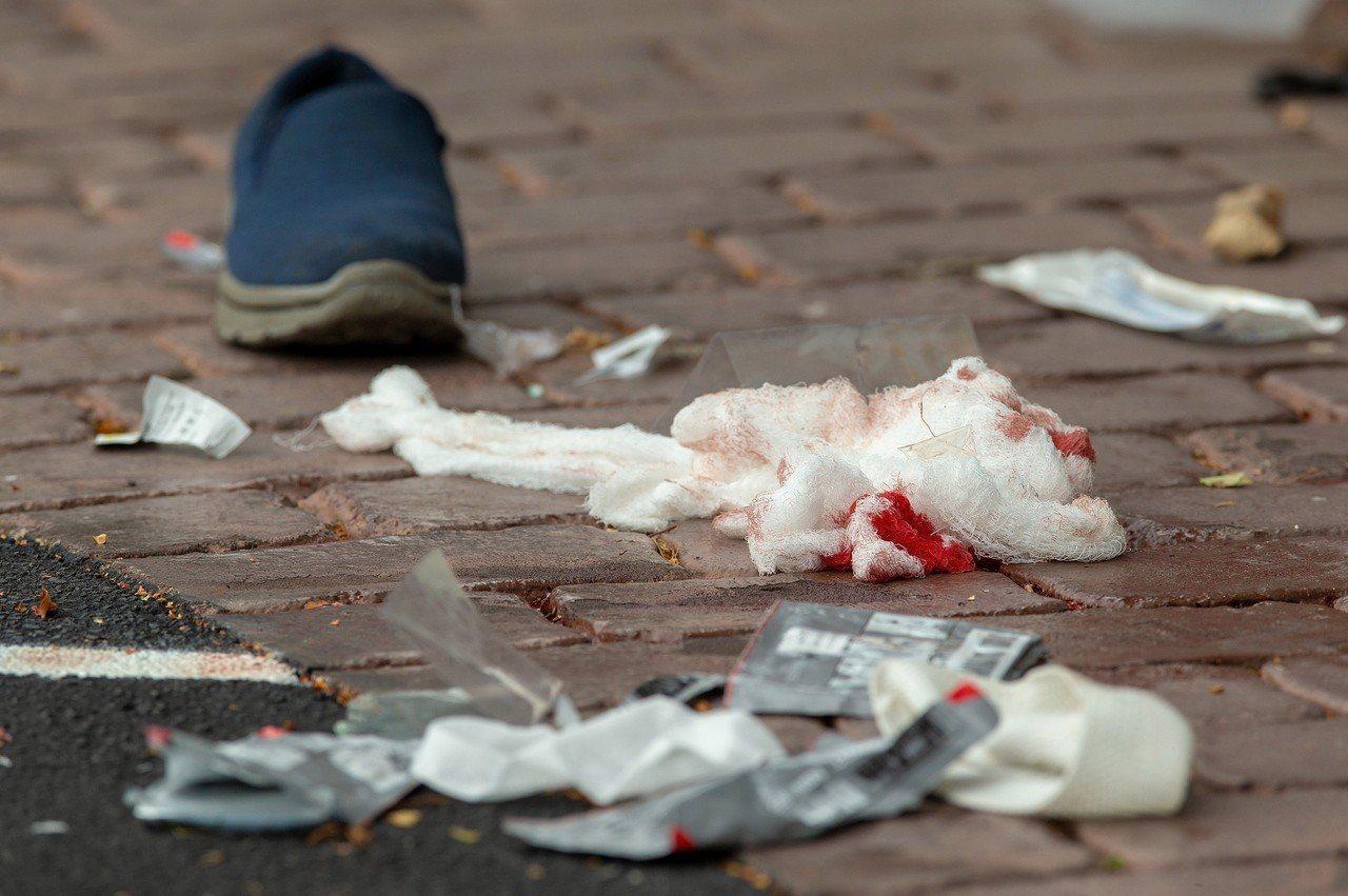 紐西蘭基督城中心兩處清真寺發生濫射事件,案發現場血跡斑斑。圖片來源/歐新社