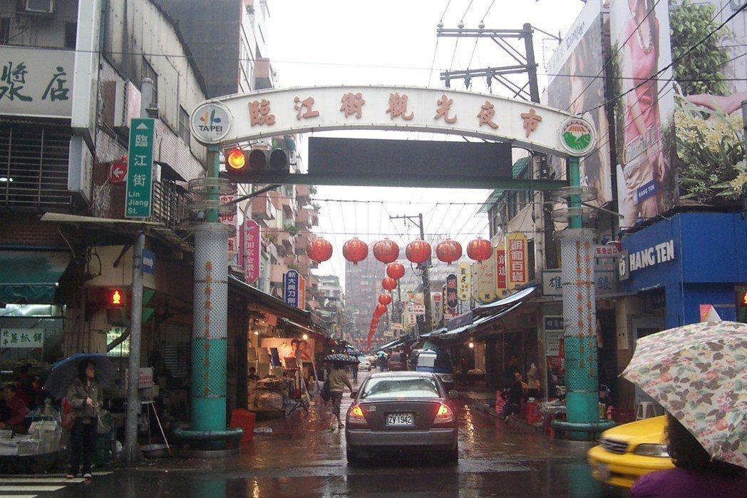 青島豆漿店位置優越,就位於通化街與臨江街口夜市入口左側。本報資料照片