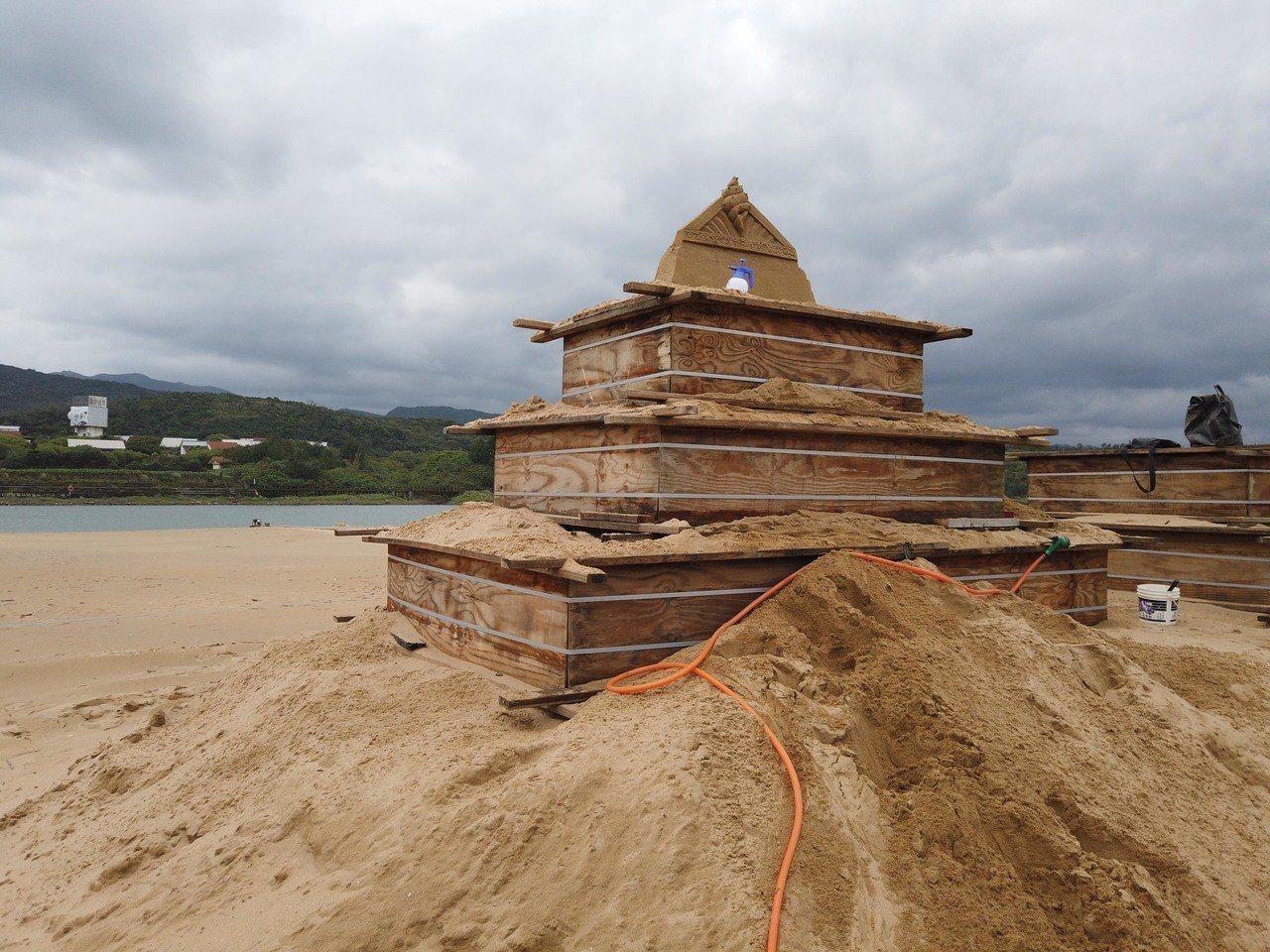 福隆國際沙雕藝術季,6月15將邀請300位民眾,在沙雕師的帶領下,打造300座海...