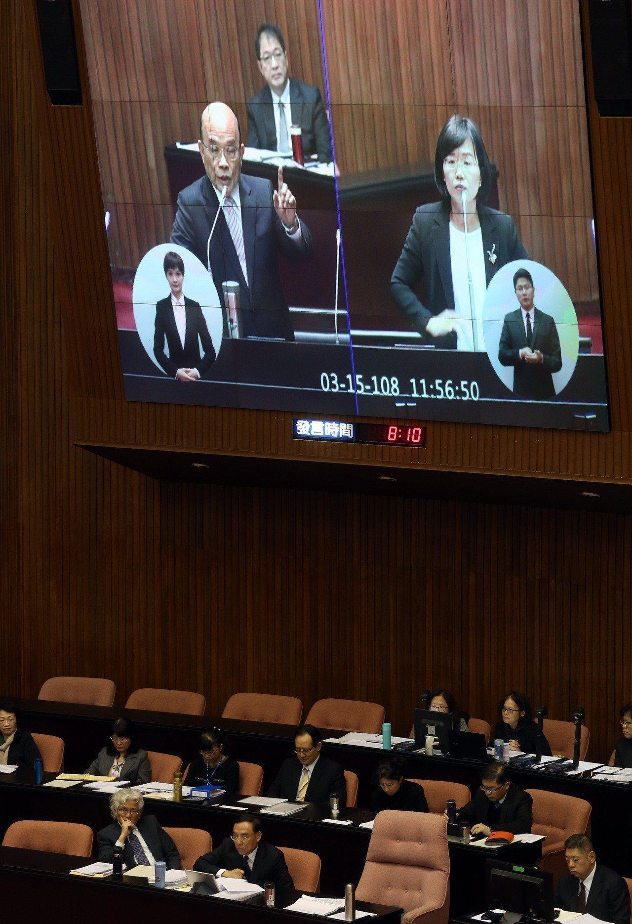 立委蘇巧慧上午質詢行政院長蘇貞昌時父女同台。記者曾吉松/攝影