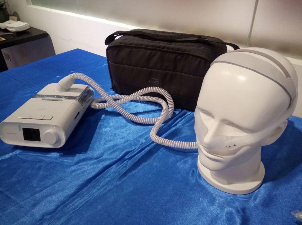 目前治療第一線建議使用陽壓睡眠呼吸器,藉由持續維持呼吸道正壓、產生風壓,來防止呼...