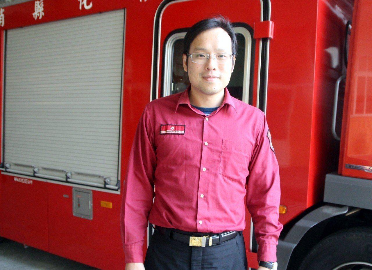 田尾消防分隊長蔡欣翰考取律師,希望更上層樓。記者林敬家/攝影