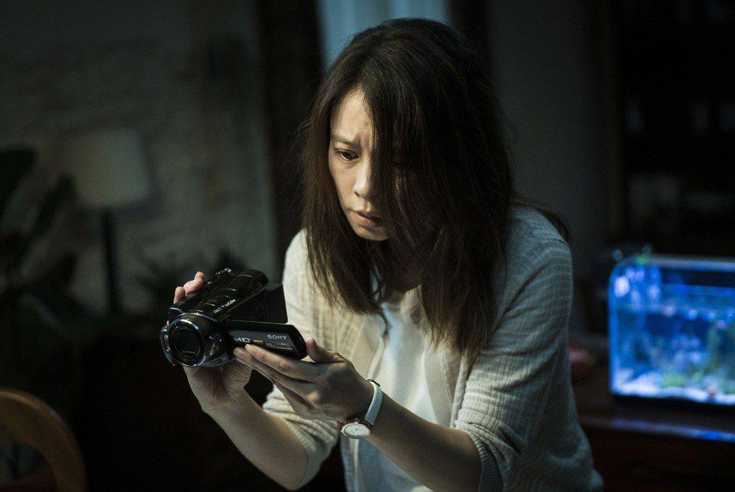 徐若瑄去年為拍「人面魚:紅衣小女孩外傳」,挑戰高難度驚嚇演出,但只要一回家看到兒...
