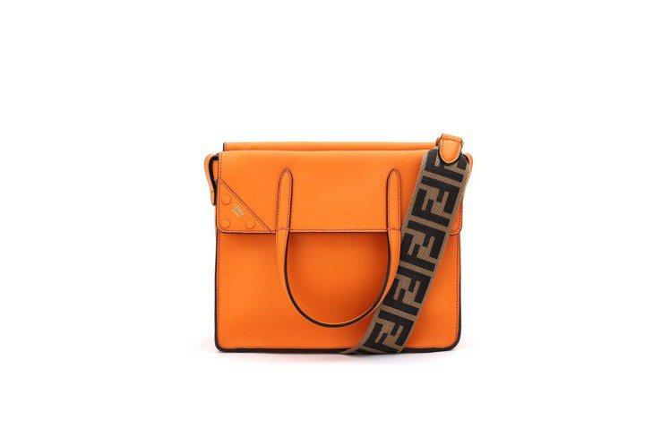 Small Flip包,售價77,000元。圖/FENDI提供
