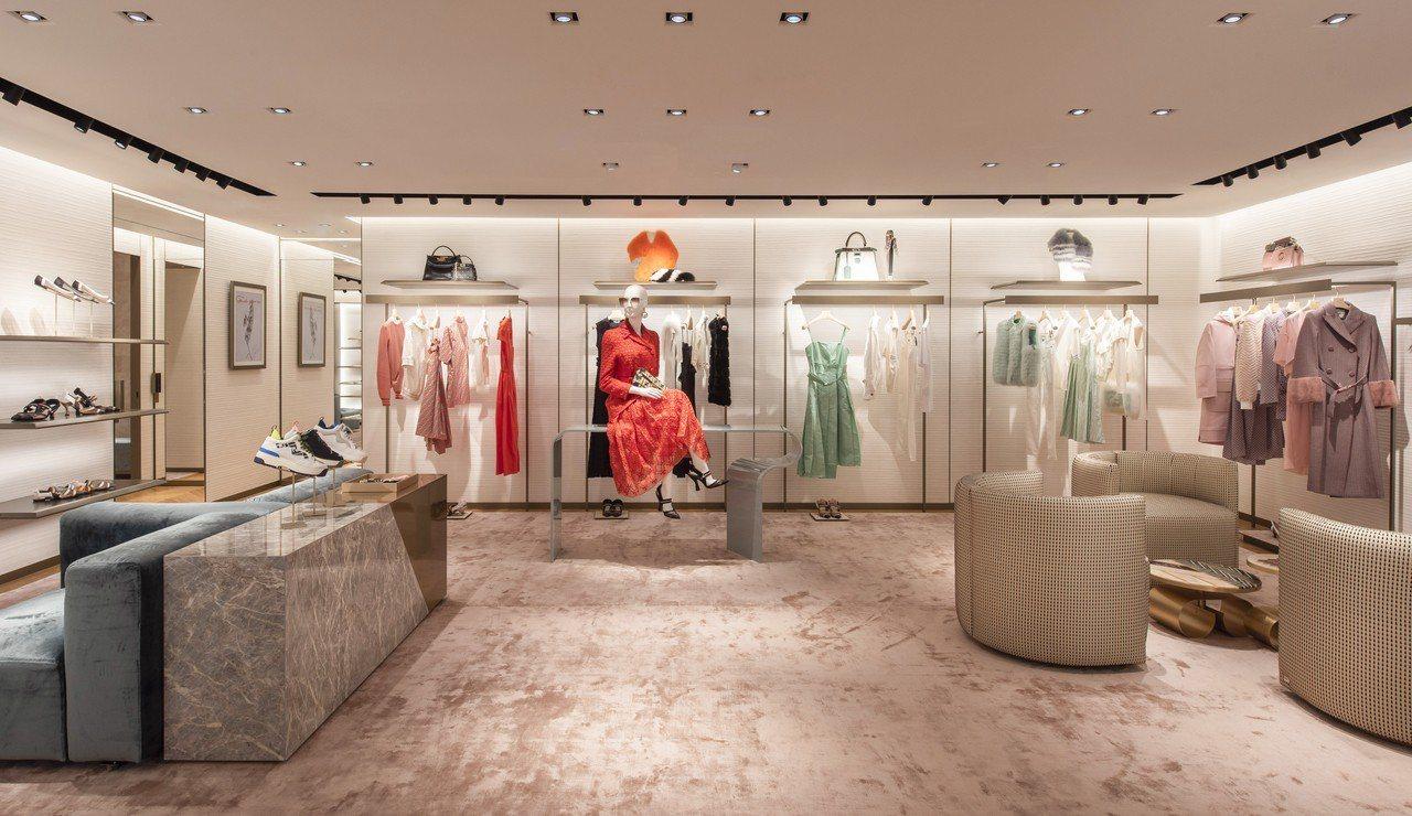 FENDI高雄漢神概念店位於2樓,銷售最新2019春夏女裝系列。圖/FENDI提...
