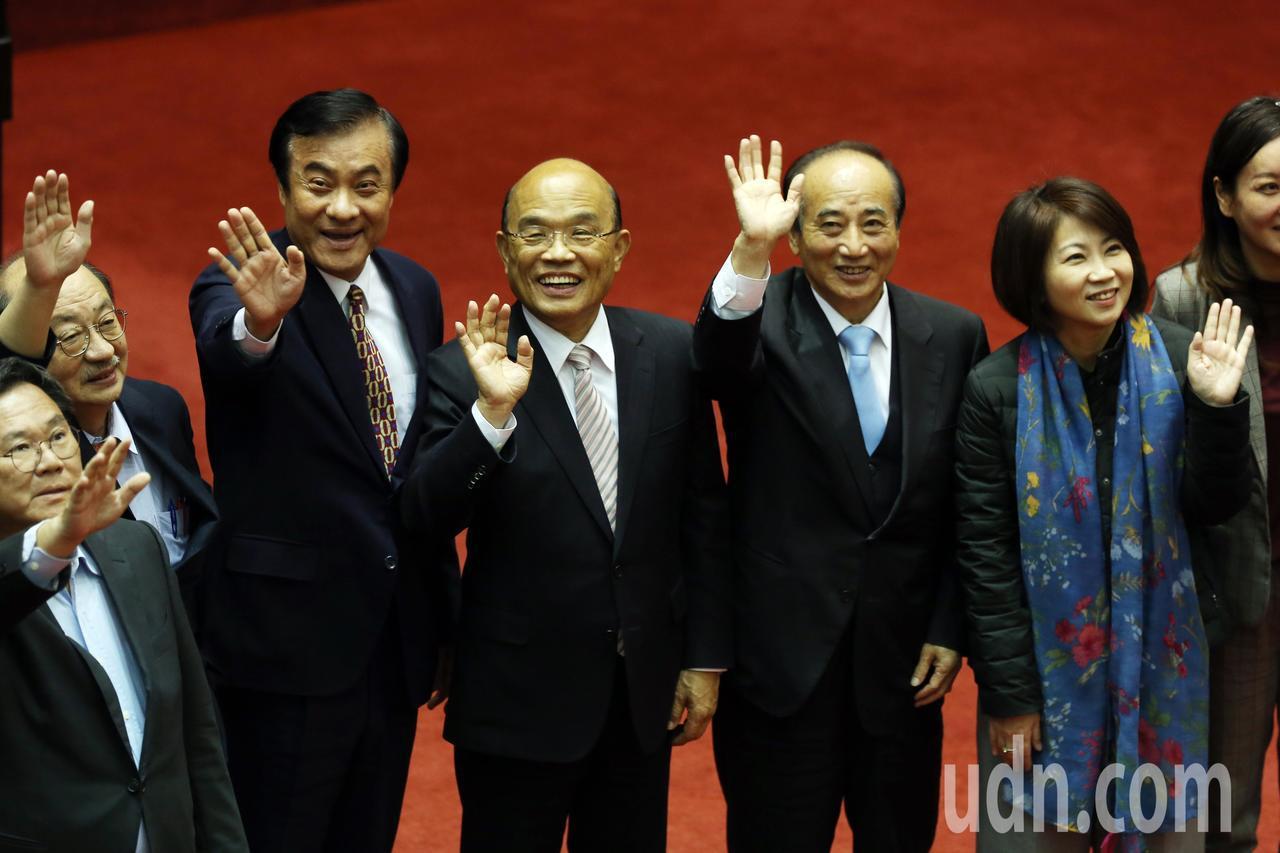 今天是本會期立法院總質詢最後一天,行政院長蘇貞昌(右三)、立法院長蘇嘉全(左三)...