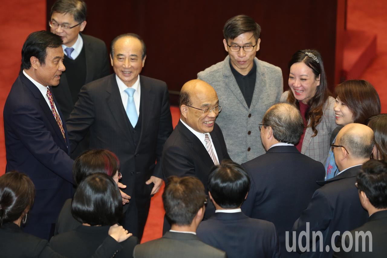 今天是本會期立法院總質詢最後一天,行政院長蘇貞昌院會結束後感謝委員。記者曾吉松/...