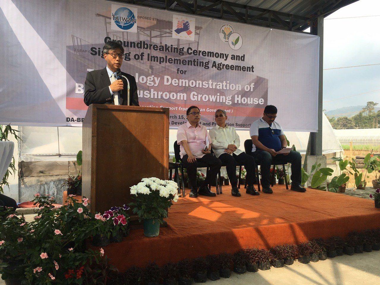 農委會與菲律賓農業部今(15)日簽署「台菲合作在菲律賓碧瑤設置洋菇示範農場執行協...
