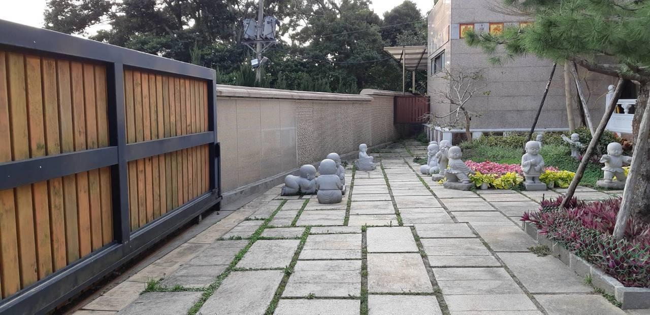 安國寺「滴水書坊」環境清幽。圖/讀者提供