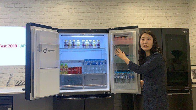 新款窄版設計的門中門冰箱,搭載LG先進四方吹冷流與邊門冷流技術,開門時冷流不容易...