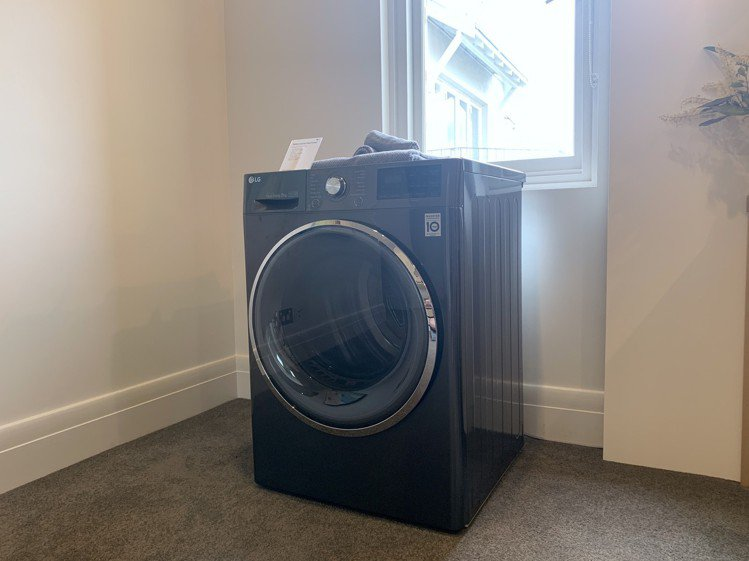 Heat Pump免曬衣乾衣機也推出黑色版。記者黃筱晴/攝影