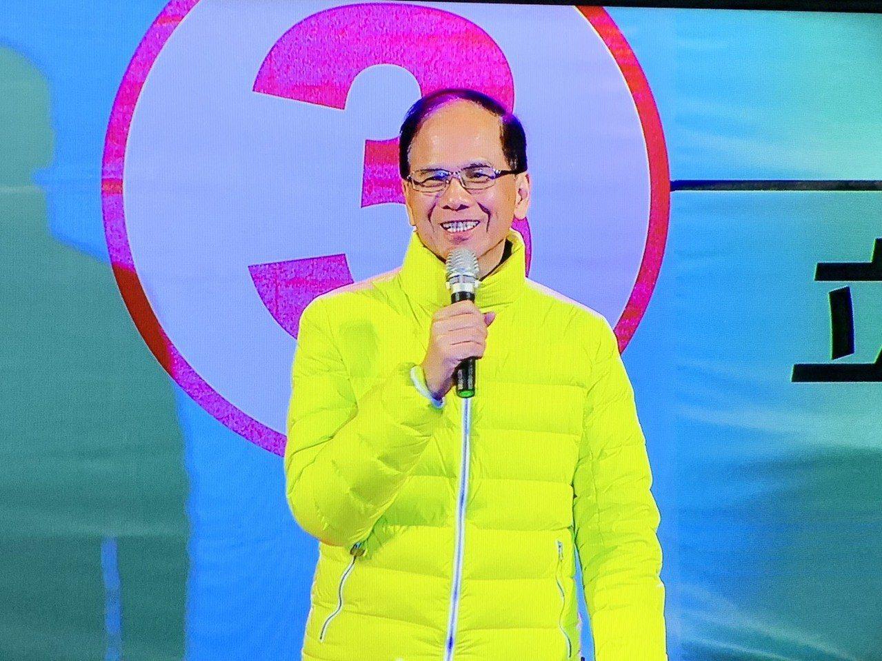 行政院前院長游錫堃今晚為民進黨三重立委補選候選人余天站台。記者張曼蘋/攝影
